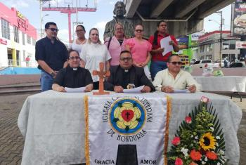 The leadership of the Honduran church presenting the 2019 general assembly statement in front of the Martin Luther bust in Tegucigalpa's public square.  Photo: Roger Rivas